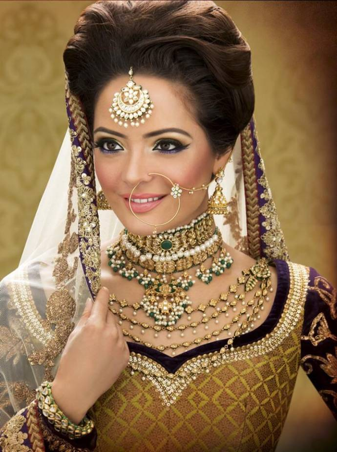 Bridal hairstyle for wedding saree