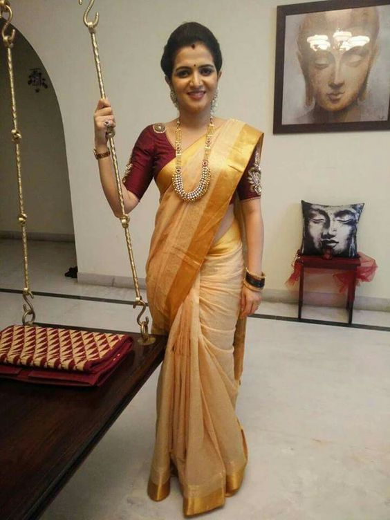 Gorgeous maroon blouse for simple pattu saree