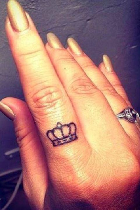 Lovable tiny finger tattoos10