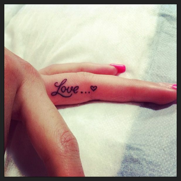 Lovable tiny finger tattoos2