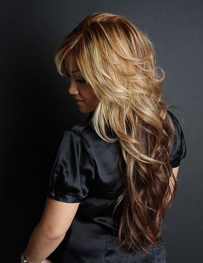 Half blonde and half brown hairstyle