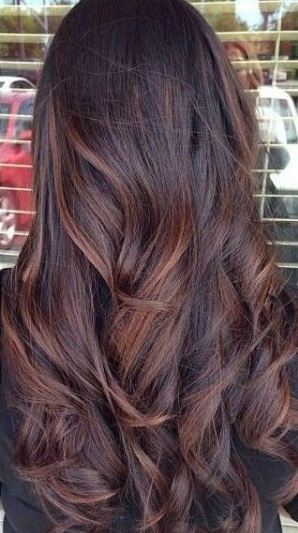 Lowlight on long dramatic curl style