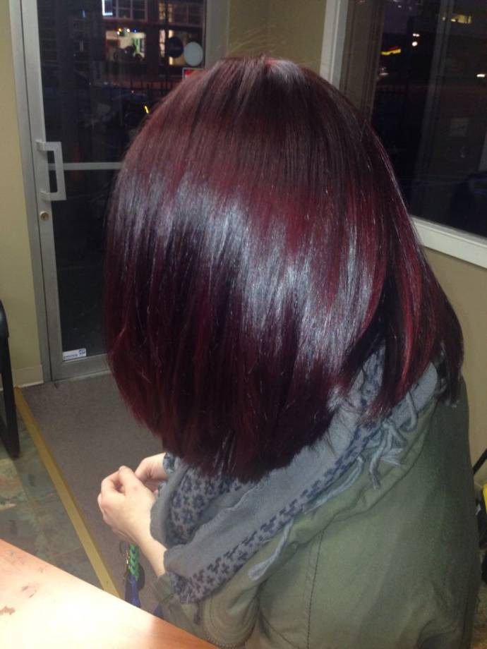 Short hair with burgundy shine