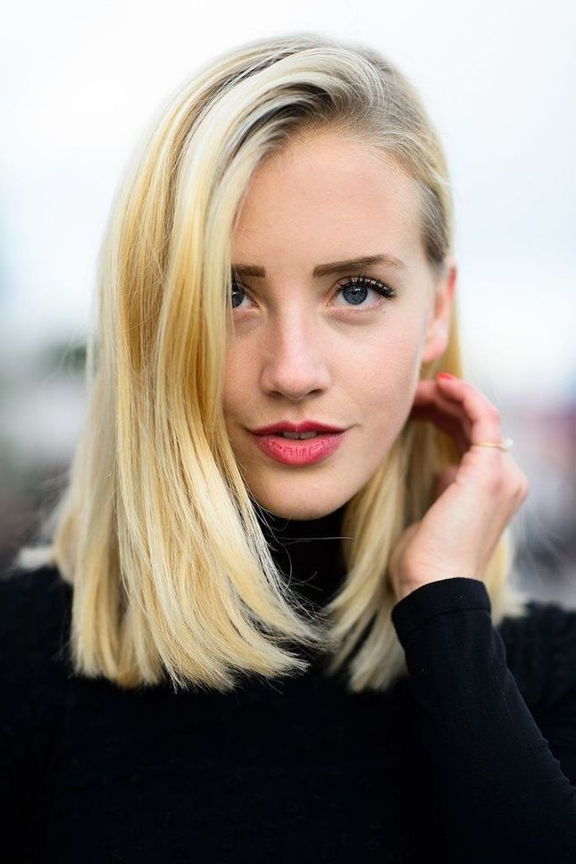 Side swept blonde medium hair
