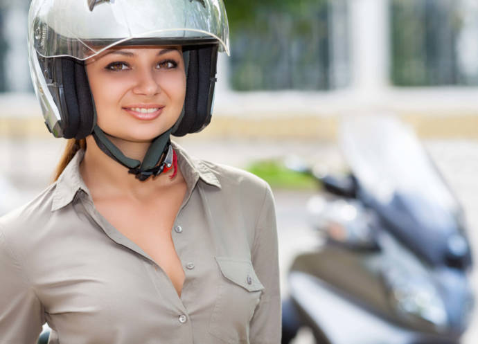 How To Avoid Hair Loss Due To Wearing Helmet Women-1087