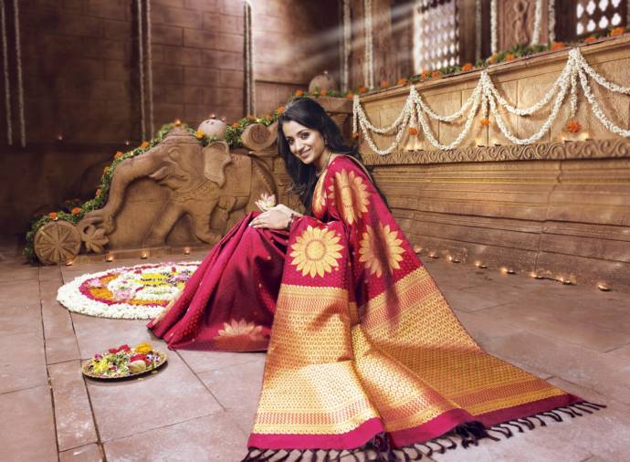 3. silk-sarees-most-latest-collection-for-girls-10