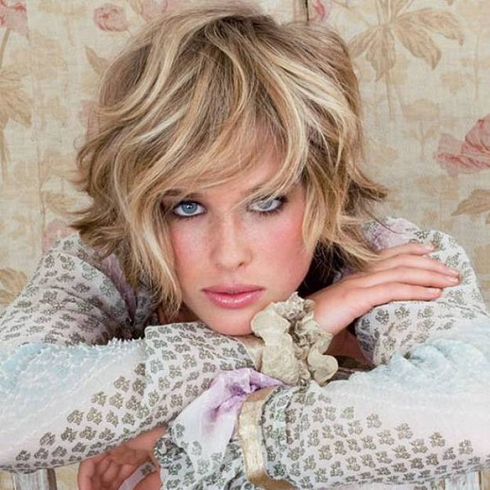 Blonde-short-hairstyles-with-bangs-for-thick-wavy-hair