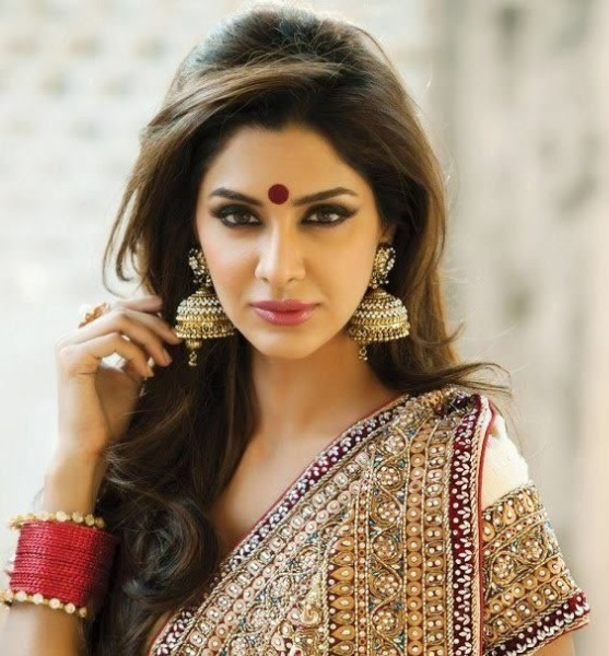 Strange Easy Hairstyles For Sarees With Face Shape Guide Short Hairstyles Gunalazisus