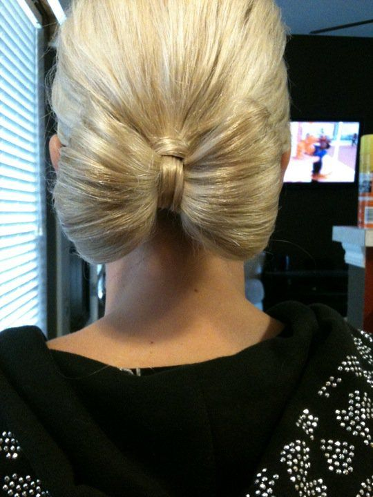 The bow bun for young girls