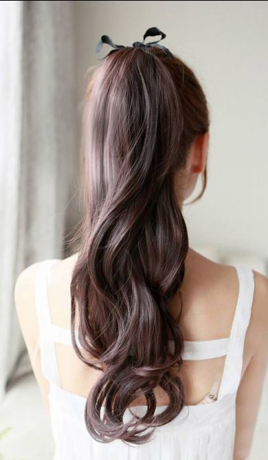 Wavy hair with side ponytail