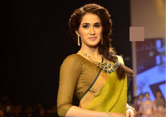 Fabulous Easy Hairstyles For Sarees With Face Shape Guide Short Hairstyles Gunalazisus