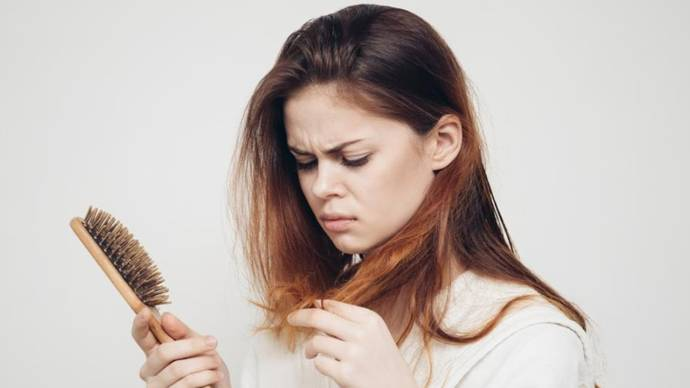 How To Prevent Hair Fall Naturally At Home In Hindi