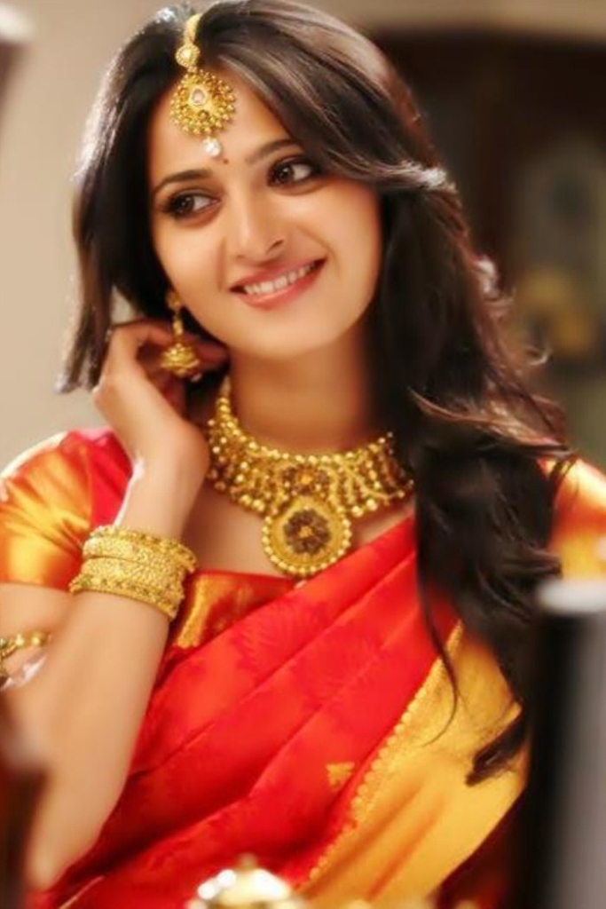 Anushka Shetty in Silk Saree Pics