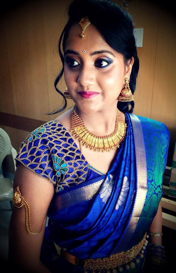 Side swept hairstyle with pattu saree