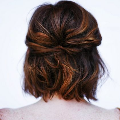 Stylish short hairdo for high school girls