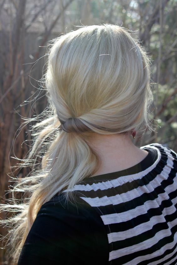 The twisted side ponytail for college and office