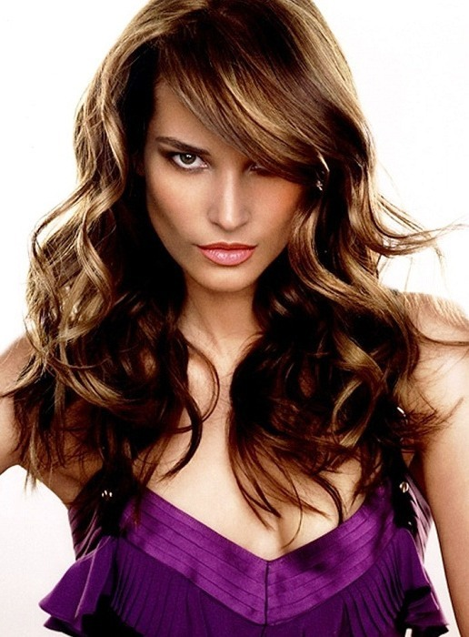 Feather cut on long hairs with highlights