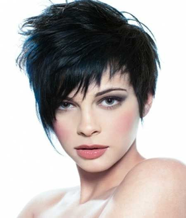 Feather hairstyle with asymmetric long fringes