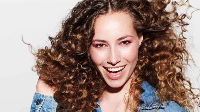 tips for styling curly hair tips for with curly hair 3896