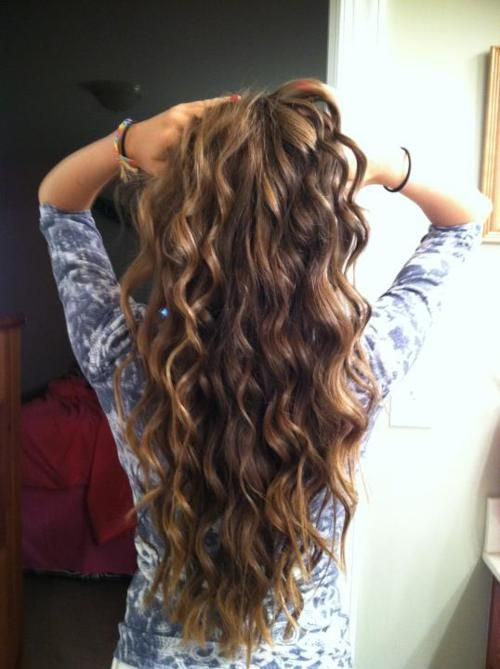 Open curly hairstyle for college