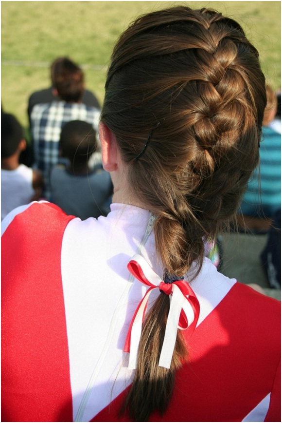 High back braid with ribbons