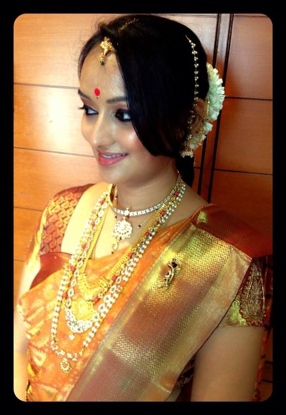 Modern hairstyle for pattu saree
