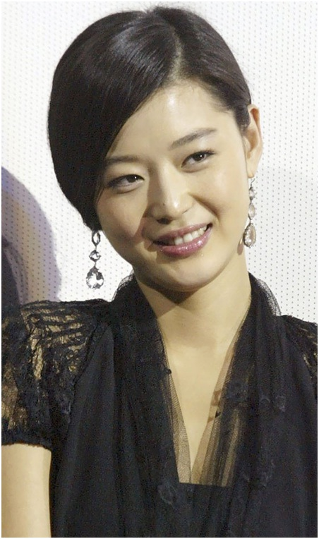 Side parted side swept short Korean hairstyle