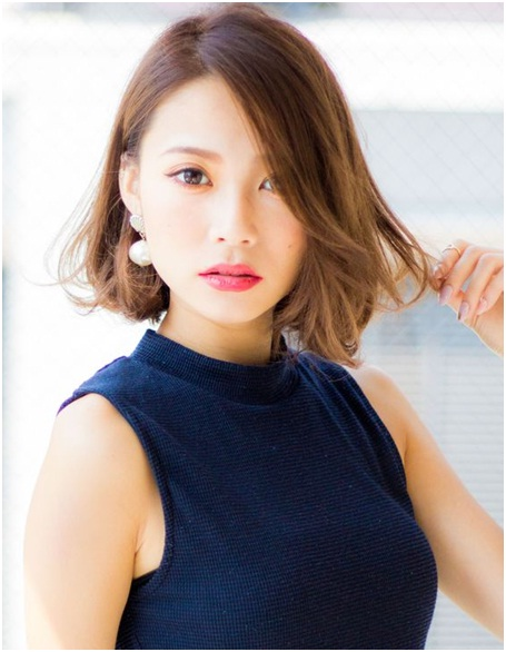 Side swept blunt Korean hairstyle for short hairs
