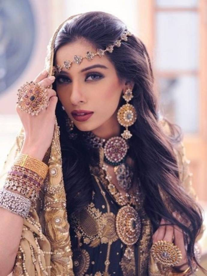 indian-wedding-long-open-hairstyle