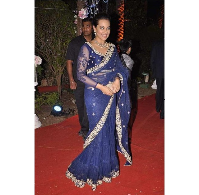 latest-blouse-designs-for-net-saree