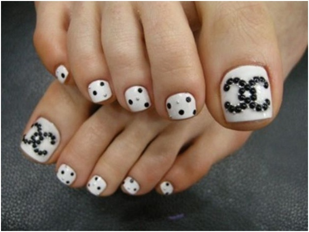 black-and-white-stone-work-nail-art