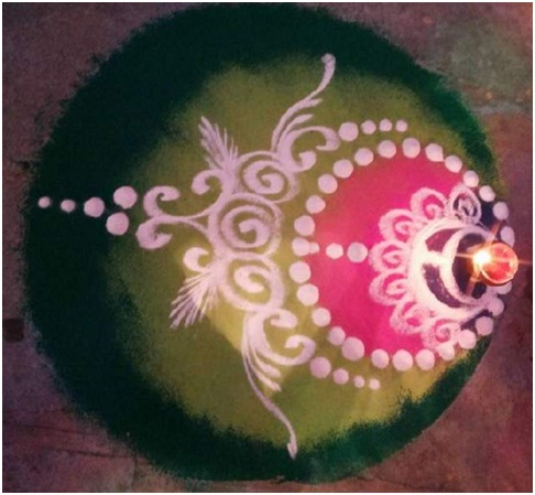 crescent-shaped-rangoli-color-with-design