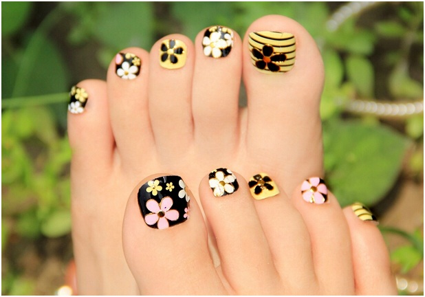 multi-colored-floral-nail-art-design