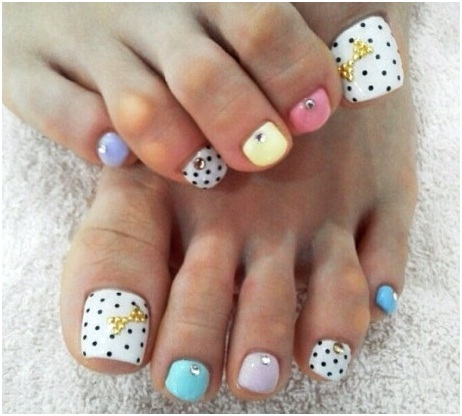 nail-art-design-with-stone-work