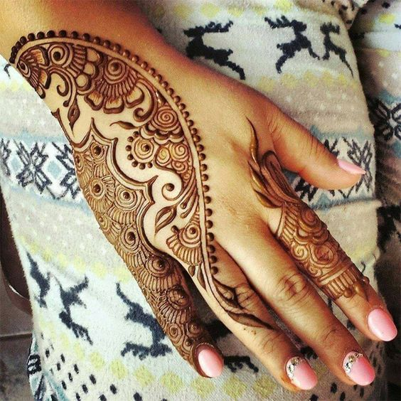 side-covering-stylish-mehndi-design-for-diwali