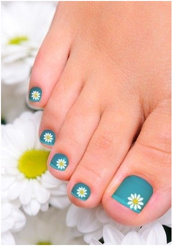 simple-floral-nail-art-design