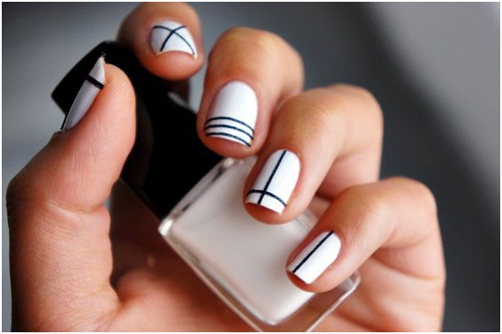 simple-playful-line-based-nail-art