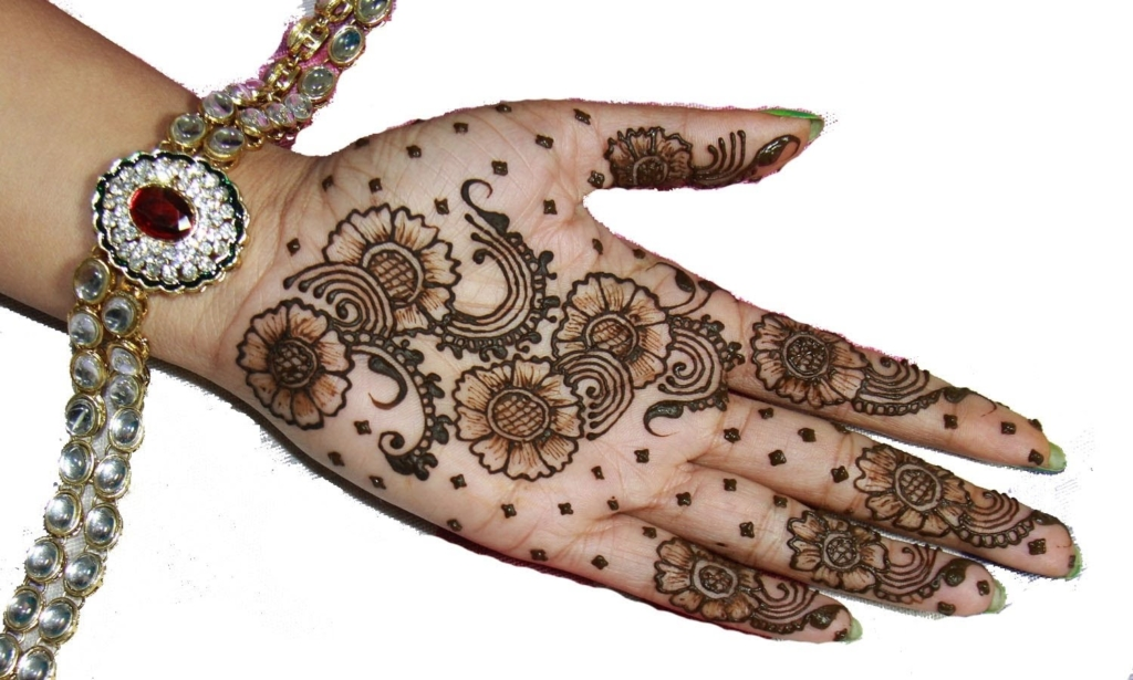 30 Simple & Chic Mehendi Designs to Try on Palm • Keep Me ... |Simple Henna Palm Designs