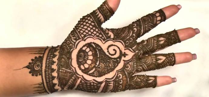 Paisley based intricate henna design