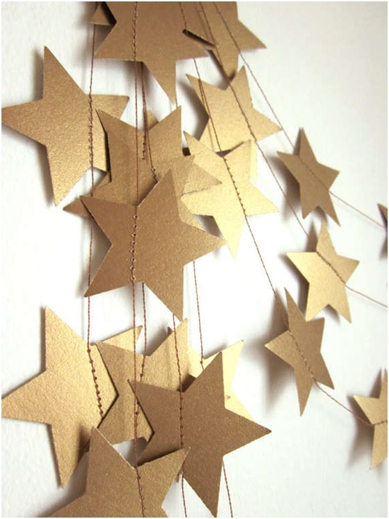 bunched-golden-star-new-year-decoration