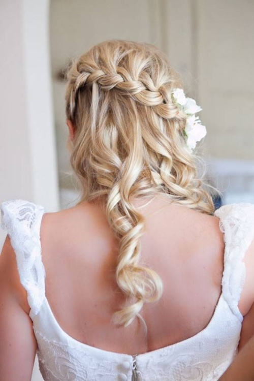 curly-hairstyle-with-back-braiding