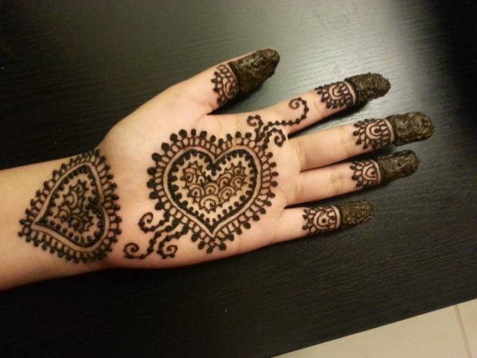 Easy heart shaped henna design. Easy and simple henna designs for palms   Mehendi designs for