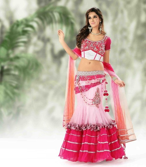 gorgeous-lahenga-choli-with-a-different-touch