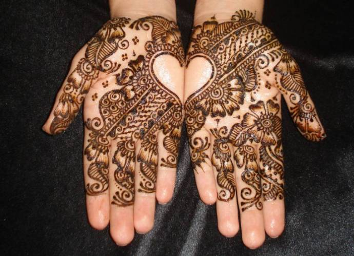 Mehndi design for palms, with a heart