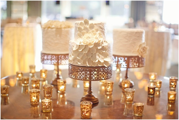 new-year-cake-table-decoration-idea-with-candles