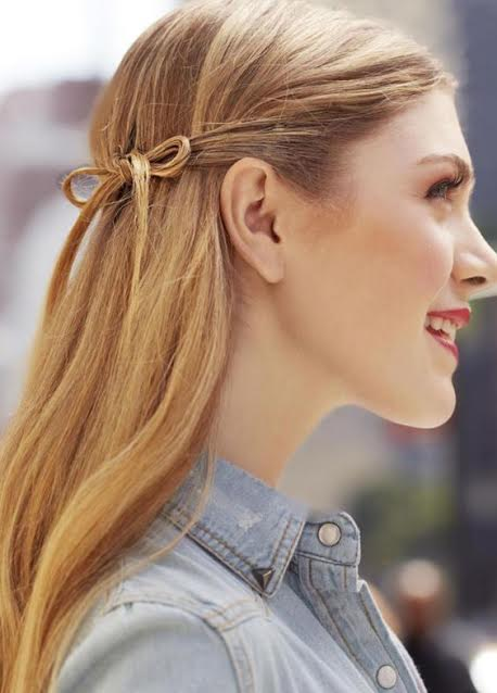 open-hairstyle-with-a-side-bow