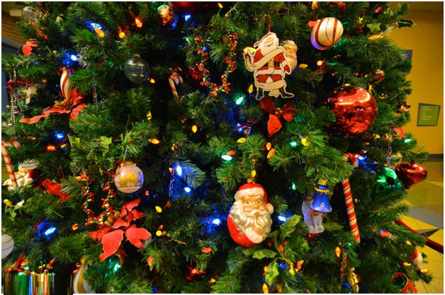 colorful-christmas-tree-decoration