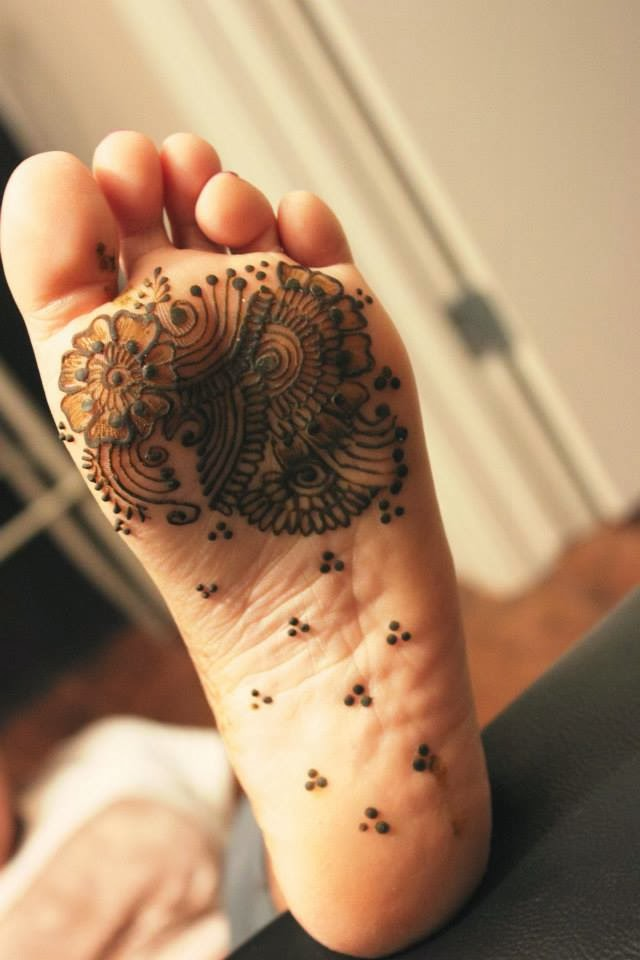 Decorative clustered floral design for the sole