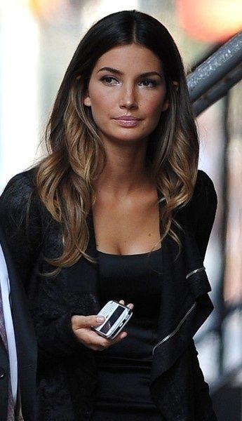Ombre balayage highlights in medium length black hairs