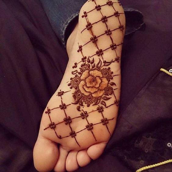 Rose mehndi design for the sole of foot